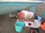 DSCN5017 Mechanic changes zincs on sandbar, Denarau,Fiji