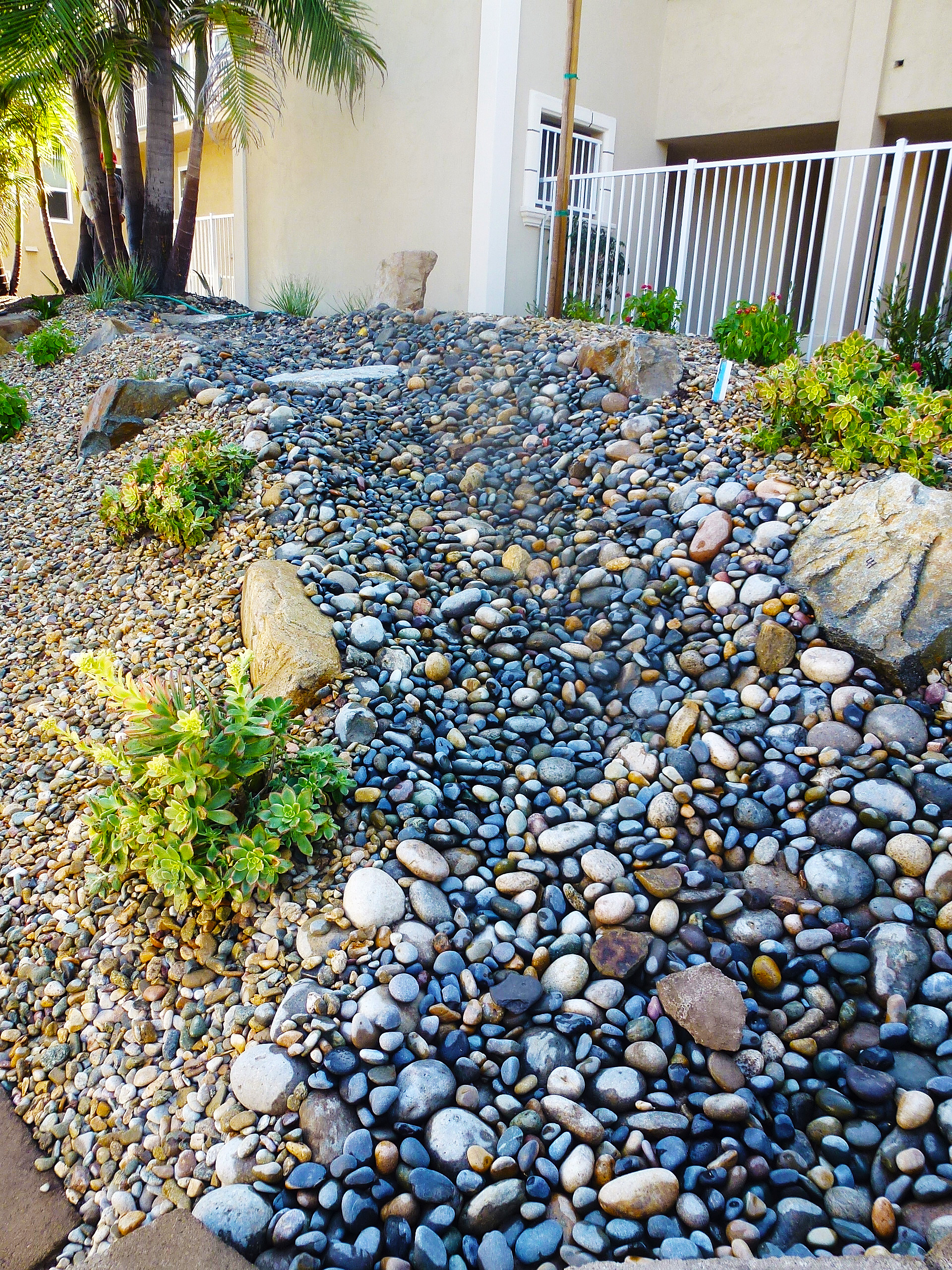 Outdoor Blue Pebbles : Images about gard ns cool water effects with