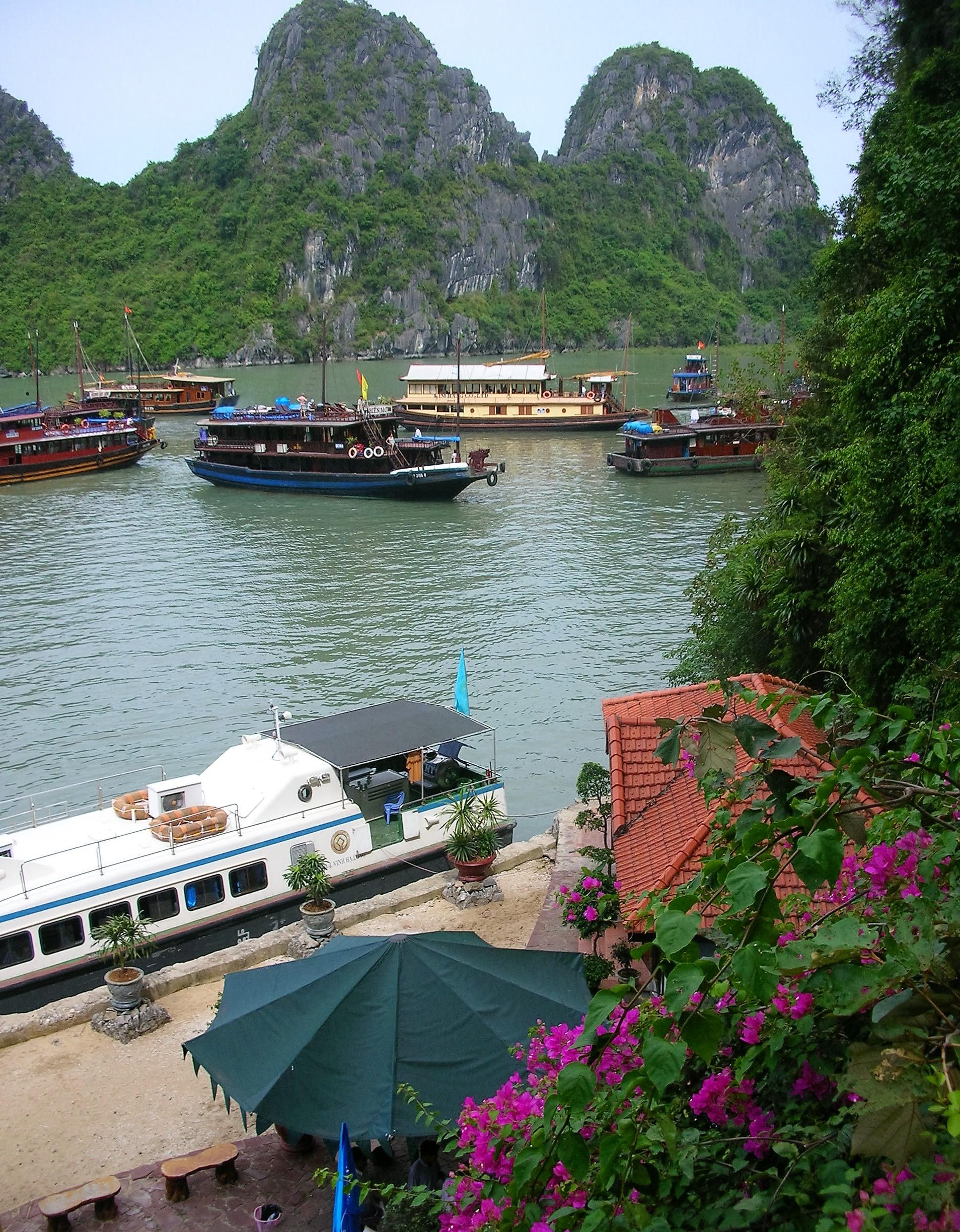 DSCN2035 (2) Tourist Boats, Halong Bay