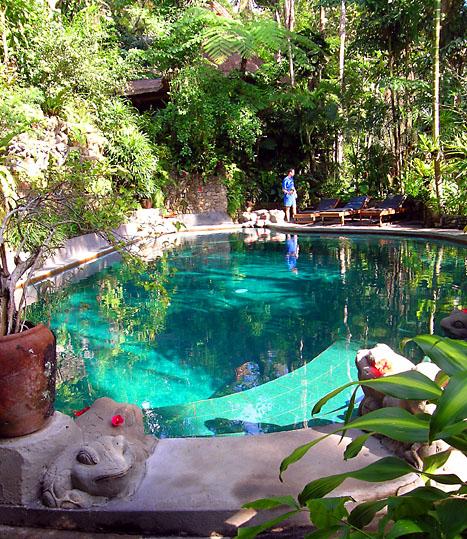 Pool at Hotel Tjampuhan.jpg