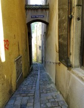 dsc00622-narrow-street-in-passau