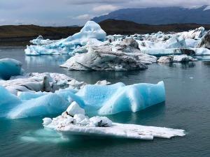 Icebergs in Fjallsárlón Lagoon