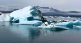 Teal icebergs at Jokul sárlón Glacier Lagoon