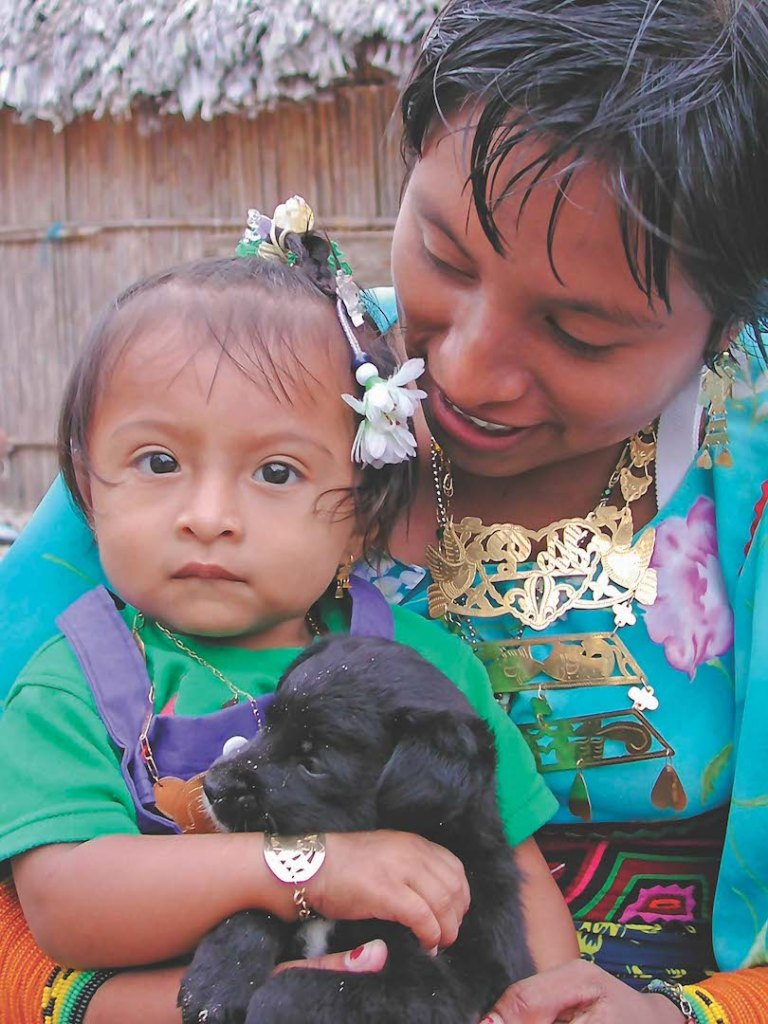 Mother, child and puppy, Mamitupu, San Blas
